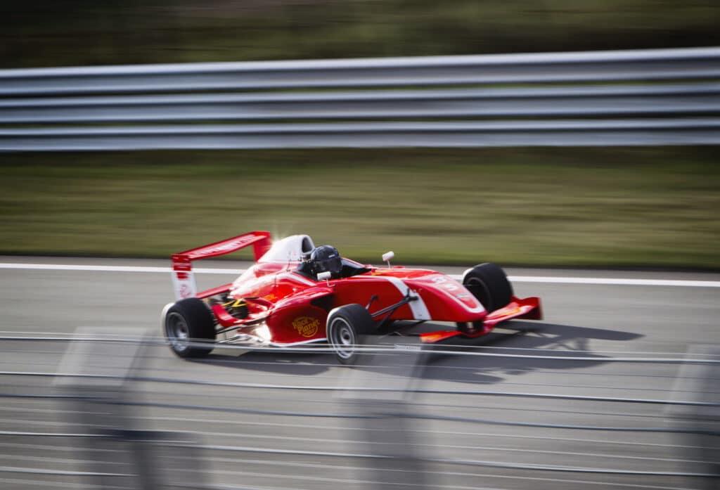 Formule RP1 racet over Circuit Zandvoort tijdens een Race Experience van Race Planet.