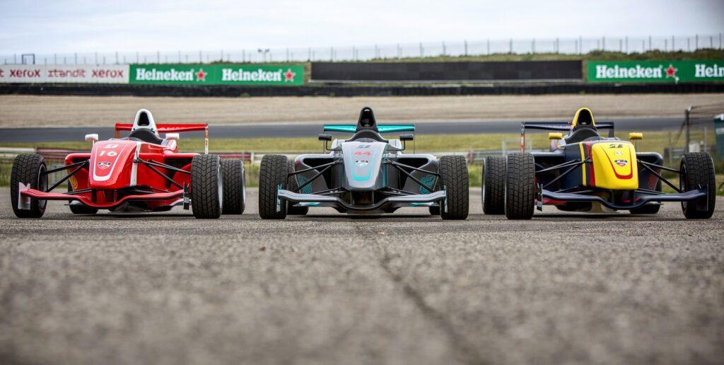 Formule RP1 racewagens waarin deelnemers zelf mogen rijden op Circuit Zandvoort tijdens de Race Experiences van Bleekemolens Race Planet.