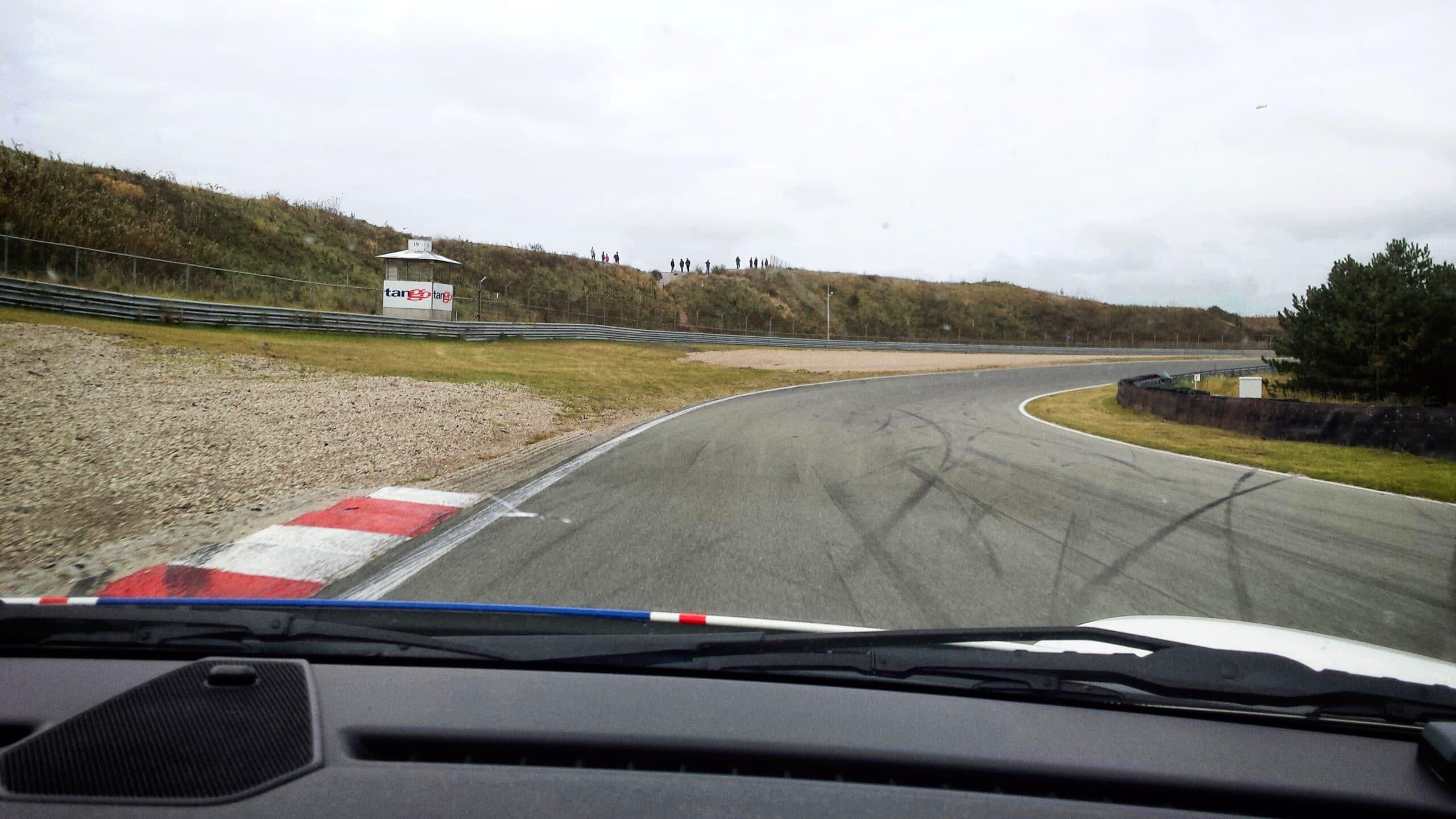 Dashcam in de supercars van Race Planet op Circuit Zandvoort met de onboard camera.